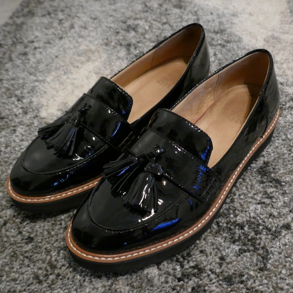340fee7821d M 5ac43e265521bed5f3a9ee3c. Other Shoes you may like. Naturalizer Kate  loafers in Navy plaid